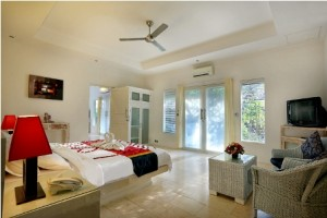 DELUXE VILLA BEDROOM 1